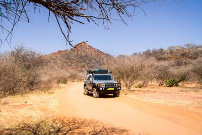 Roadtrip mit Jeep durch Afrikas Savanne